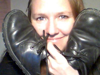 Helga mit alten Waldviertler Schuhen